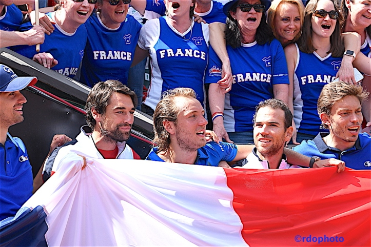 Copia di giocatori francia e bandiera.jpg